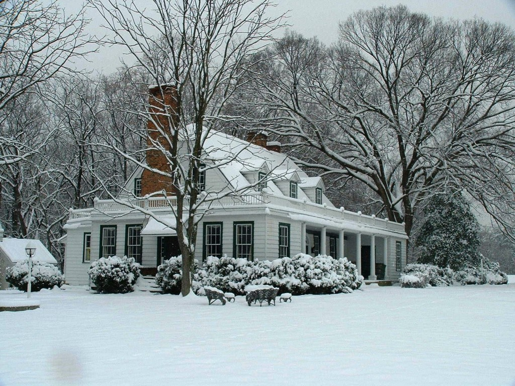 Enjoy learn about christmas decorations from the for Colonial home christmas decorations
