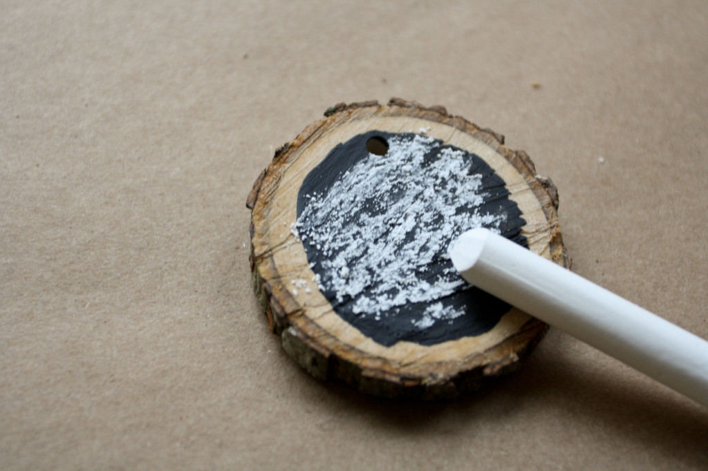 DIY Wood Medallion Chalkboard Christmas Ornament 3