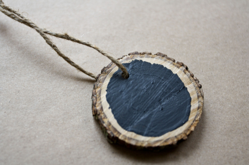 DIY Wood Medallion Chalkboard Christmas Ornament 2