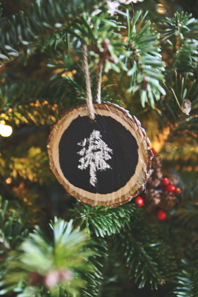 DIY Wood Medallion Chalkboard Christmas Ornament