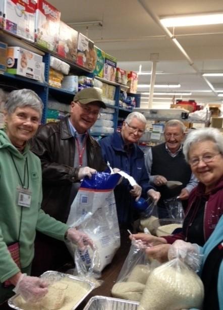Westminster at Lake Ridge members Donate Time to SERVE